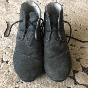 Gray Tom wedges size 2.5